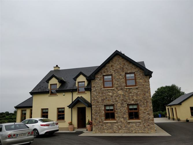 """Main image for Friendly family in the country, """"Athlone"""