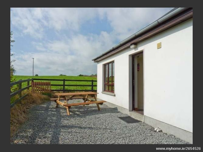 Court Farm Cottage Pet,Court Farm Cottage, Coast Road, Glin, Tarbert, Ireland