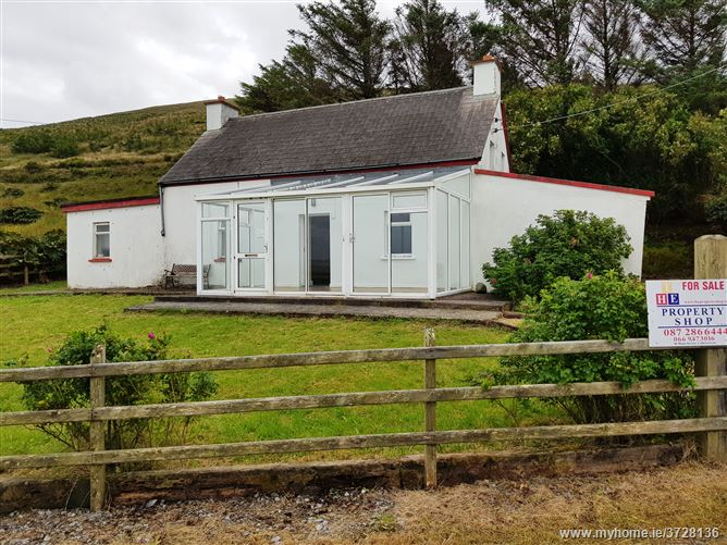 Ref 689 - Cottage, Pound, Portmagee, Kerry