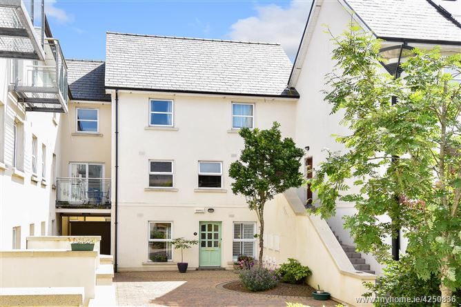 15 Cuirt Eanna, The Long Walk, Galway City, Galway