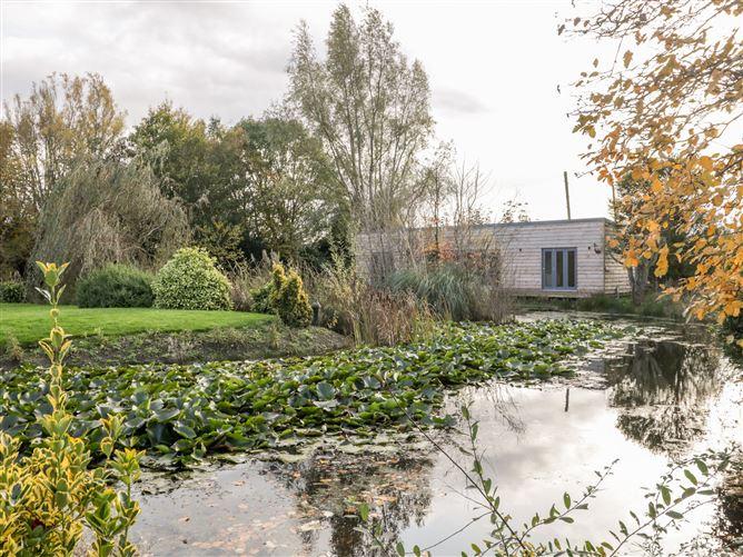 Main image for Lake Side Lodge,Sandford, Somerset, United Kingdom