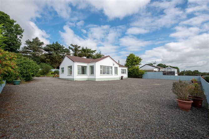 Main image for Ros Cottage, Ballyargus, Redcastle, Donegal
