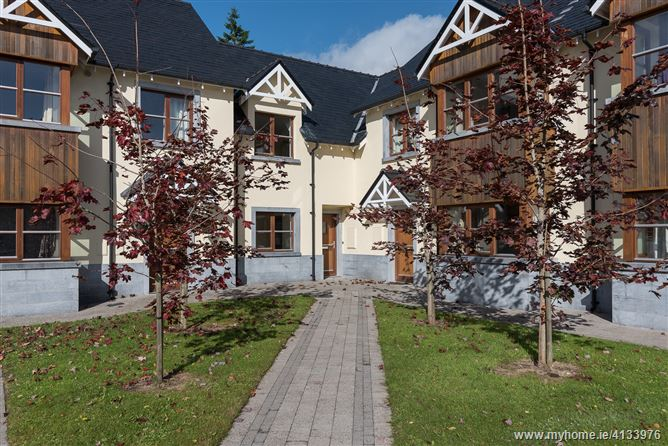 Property image of 33 O'Carolan's Court, Ballyfarnon, Roscommon