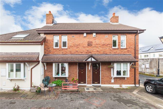 Main image for 10 Vernon Wood, Clontarf, Dublin 3