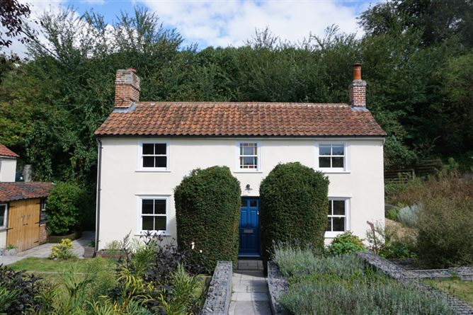 Main image for Yew Tree Cottage,Offton,Suffolk,United Kingdom