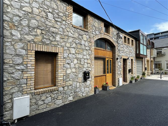 Main image for Rere of 3, Charlemont Terrace, Dun Laoghaire, Dublin, A96A279