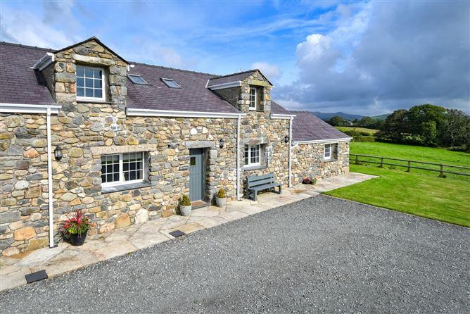 Main image for Llys Mawr,Pwllheli,Gwynedd,Wales