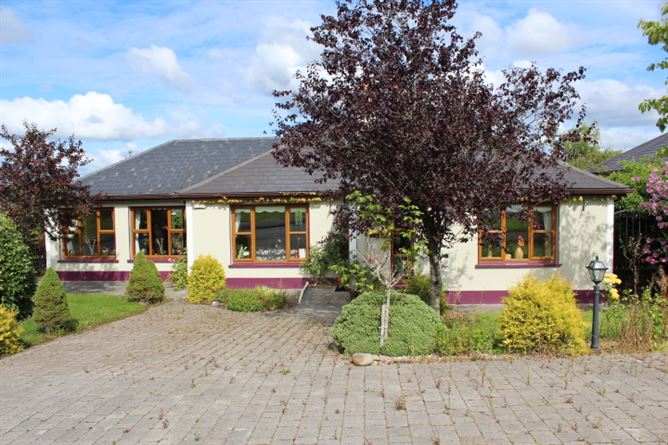 main photo for 8 Shannon Haven, Co Leitrim, Dromod, Co. Leitrim