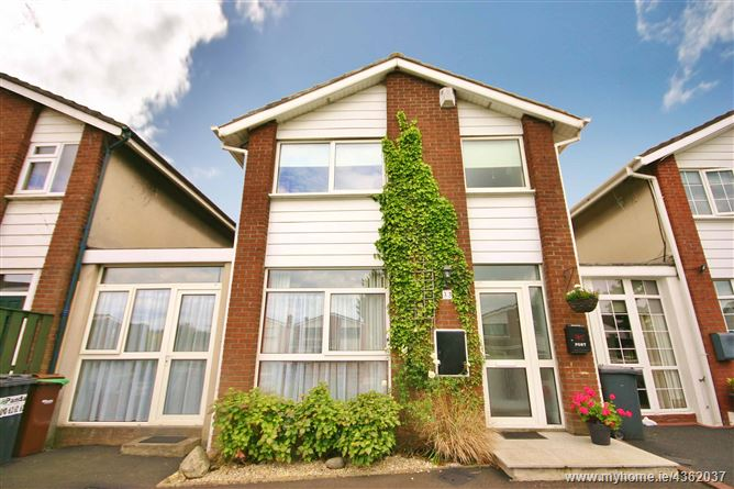 Main image for 33 Cabinteely Crescent, Cabinteely, Dublin 18