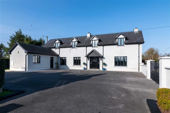 Main image for Teach na hOlla, Castlecoote Village, Co. Roscommon