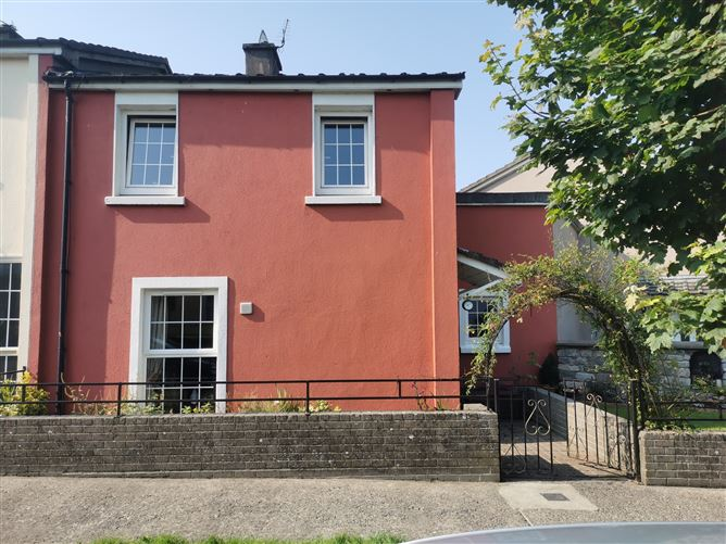 Main image for 43 Pearse Park, Tipperary Town, Tipperary