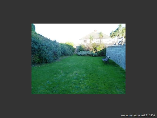 2 Lakelands Drive, Stillorgan, Co. Dublin