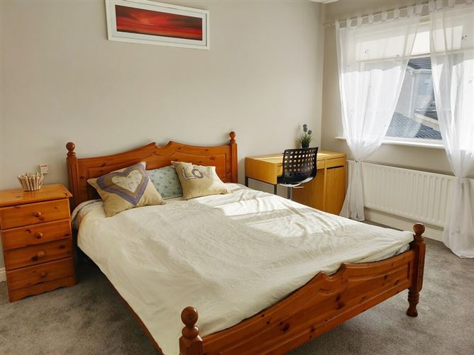 "Main image for Large&cosy double bedroom ensuite, ""Lucsn"