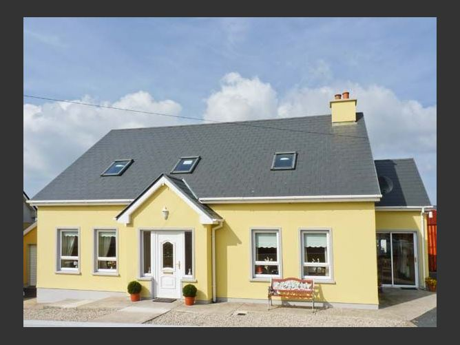 Main image for Quay Road Cottage, DUNGLOE, COUNTY DONEGAL, Rep. of Ireland