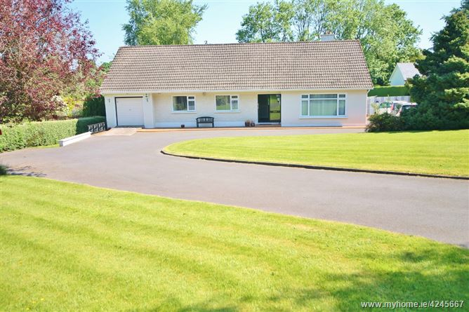 Detached Four Bedroom Bungalow on c. 0.56 Acre, Bishopsland, Ballymore Eustace, Kildare