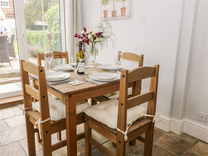 Main image for Thames Cottage,Roos, East Riding of Yorkshire, United Kingdom