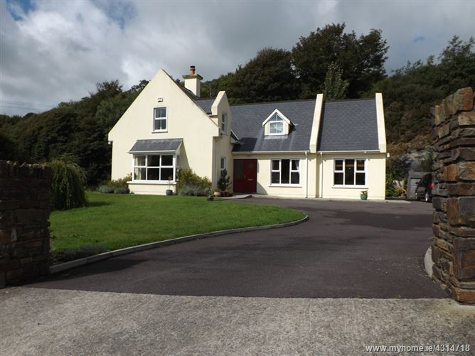 11 Woodview Heights, Leap,   West Cork
