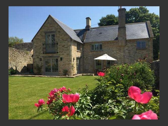 Main image for Hillside Cottage, Burford, United Kingdom