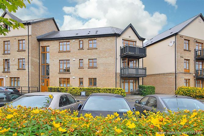 Main image for 33 Woodbrook Hall, Castleknock, Dublin 15, D15 DRK7.