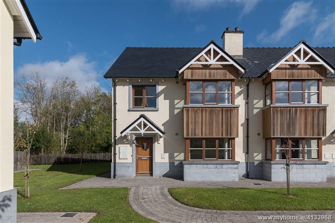Property image of 27 O'Carolan's Court, Ballyfarnon, Roscommon