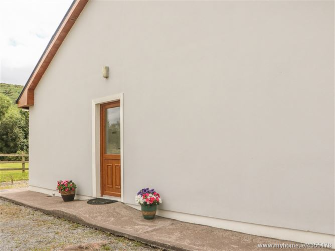 Main image for Oak Tree Lodge,Oak Tree Lodge, Dunloe Upper, Beaufort, Kilarney,  Kerry, V93 N622, Ireland