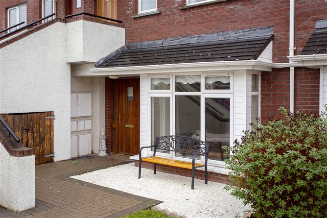 Main image for 4 Hansted Close, Lucan, Dublin