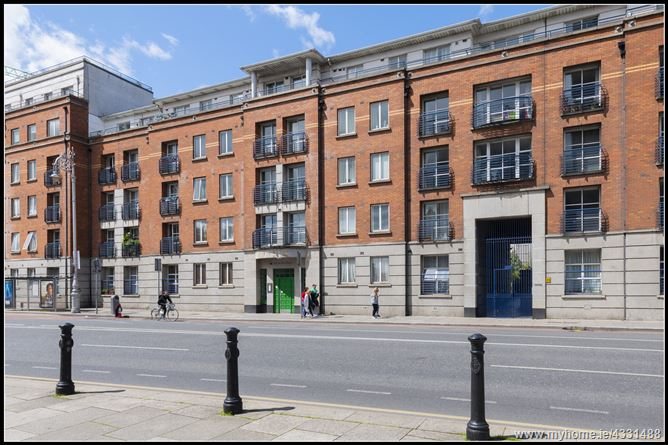 Main image for 32 Rochford House, Dean Court, Patrick Street, Christchurch, Dublin 8