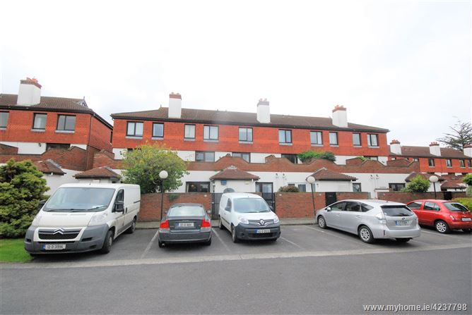 White Oaks, Clonskeagh, Dublin 14