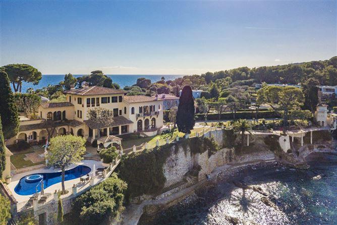 Main image for Kissing the Shoreline,Nice,Provence-Alpes-Côte d'Azur,France