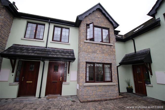 No. 6 MacRaghnaill Court, Lough Rynn, Mohill, Leitrim