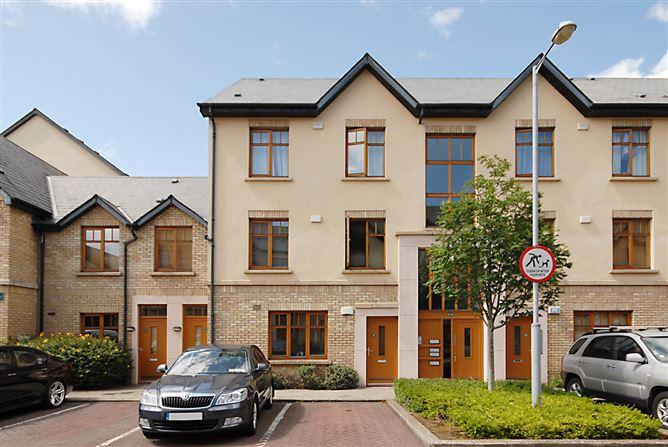 Main image for 9 Woodbrook Crescent, Castleknock, Dublin 15, D15 HW13