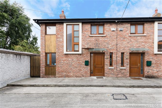 2 The Mews, The Rise, Glasnevin, Glasnevin, Dublin 9