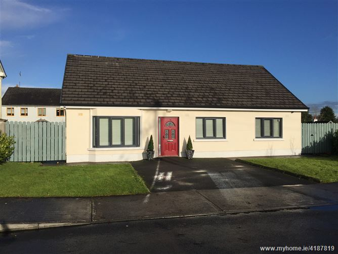 36 Woodstream , Castlerea, Roscommon