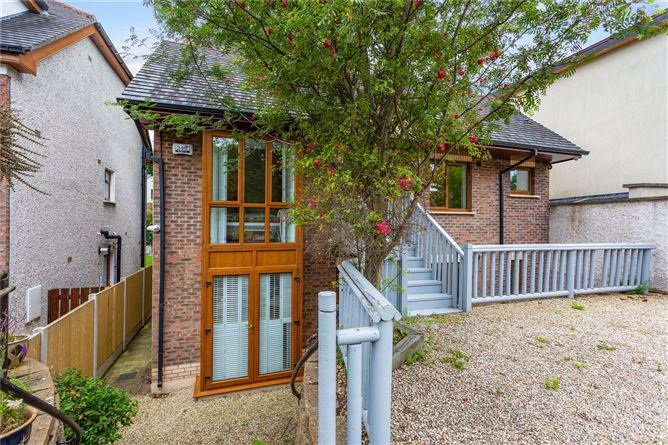 Main image for 1 Woodview,Commons Road,Loughlinstown,Co. Dublin,D18 NF21