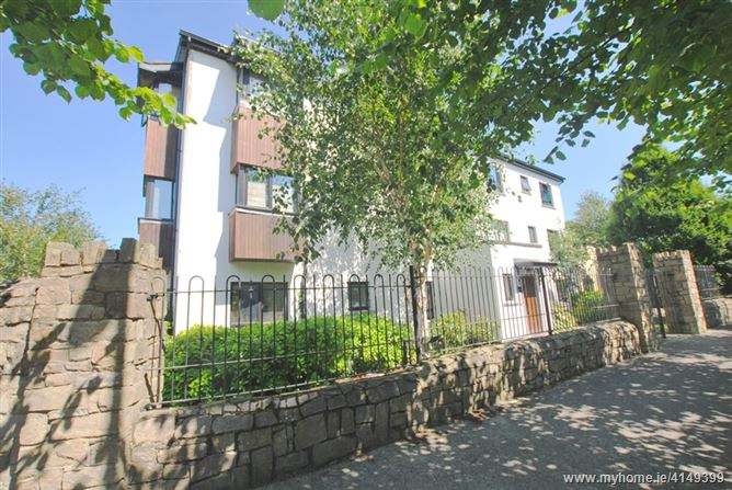 32 Blackthorn Hill Drive, Rathcoole, Dublin