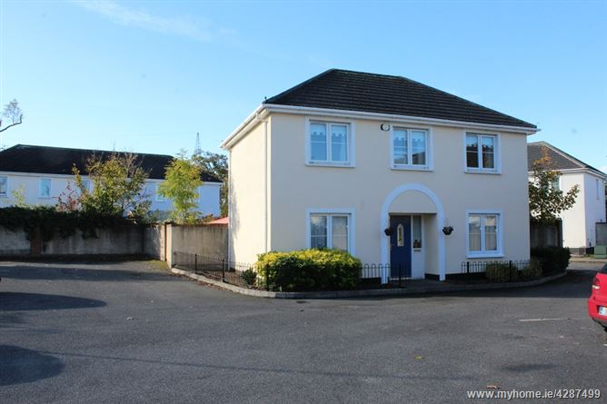 33 Curragh Hall Green , Tyrrelstown, Dublin 15